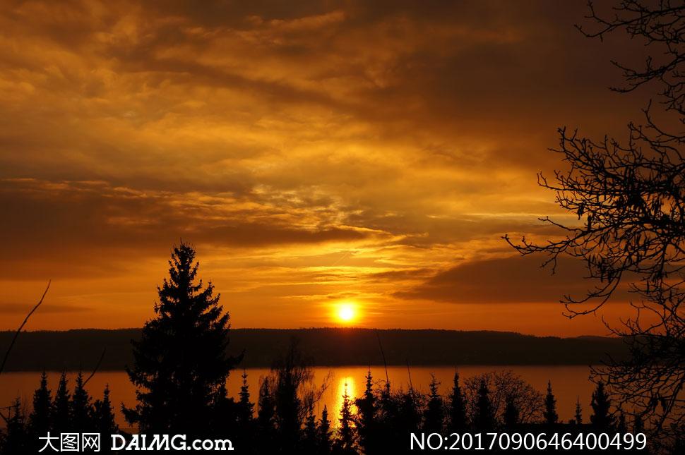 夕阳西下湖水霞光风景摄影高清图片