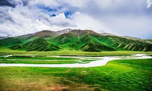 草原上山水风光美景摄影图片