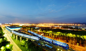 重庆轻轨3号线美丽夜景摄影图片