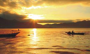 湖边美丽的夕阳美色摄影图片