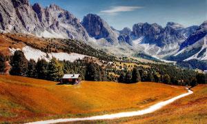 秋季大山之中美丽的道路摄影图片