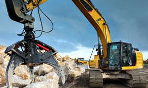 在工地上碎石作业的工程车高清图片