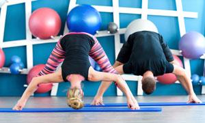 瑜伽运动男女人物主题摄影高清图片