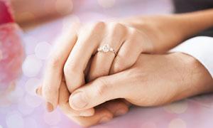 见证着爱情永恒的钻戒特写高清图片