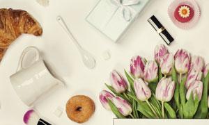 甜甜圈与手提袋里的郁金香高清图片