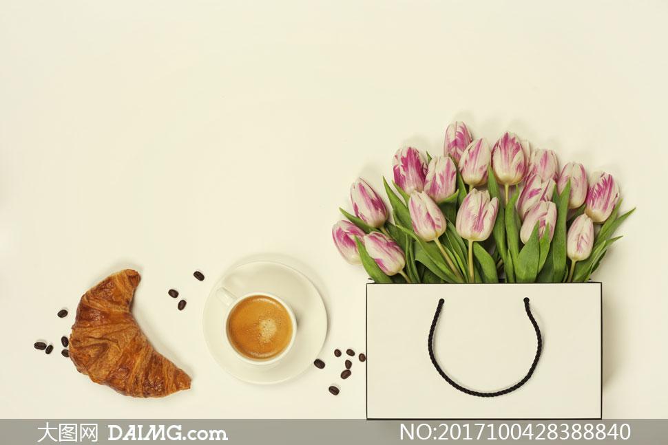 牛角面包与咖啡郁金香摄影高清图片