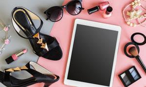 化妆品高跟鞋与平板电脑等高清图片