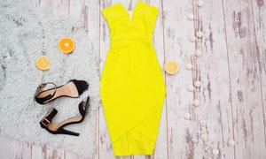 木板上的黄色裙子与高跟鞋高清图片