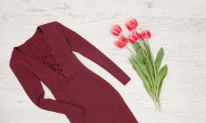 郁金香与红色长袖裙子摄影高清图片