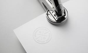 纸上的钢印效果标志贴图模板源文件