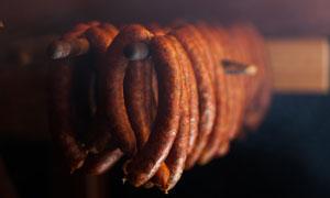 做高温烘干的腊肠特写摄影高清图片