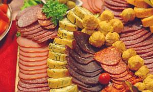 切了码放好的腊味美食摄影高清图片