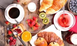 桌面上琳琅满目的营养早餐高清图片