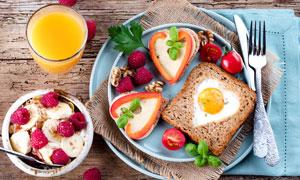 精心准备好的爱心早餐摄影高清图片