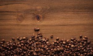 桌上的咖啡豆近景特写摄影高清图片