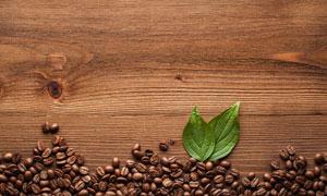 有疤结桌面上的咖啡豆摄影高清图片