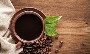 绿叶与一杯沏好的咖啡摄影高清图片