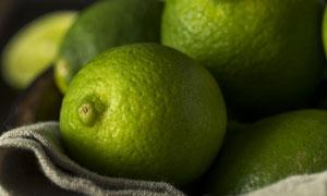 个头均匀的青柠檬微距摄影高清图片