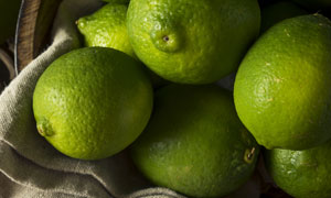 木碗里的几个柠檬微距摄影高清图片