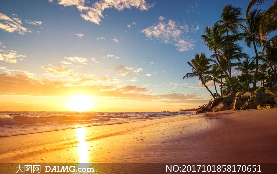 耀眼阳光下的海景风光摄影高清图片