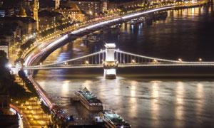 灯火辉煌的链子桥夜景摄影高清图片