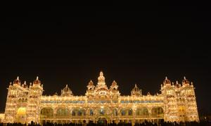 印度的迈索尔皇宫夜景摄影高清图片