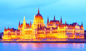 金碧辉煌布达佩斯议会大厦高清图片