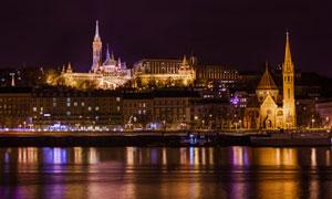 布达佩斯马蒂亚斯教堂夜景高清图片