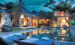 民宿宾馆与露天游泳池摄影高清图片