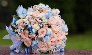 精心包装好的婚庆捧花摄影高清图片