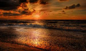 黄昏落日余晖下的大海摄影高清图片