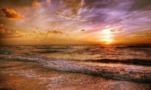 照耀着大海的黄昏晚霞摄影高清图片