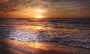 海上波浪与天边的晚霞摄影高清图片