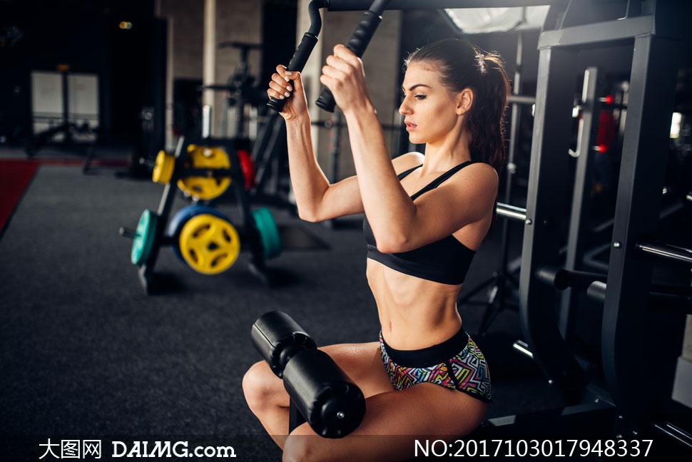 健身器材上干美女_高清图片大图素材摄影美女模特写真女人女性健身运动室内健身房器材