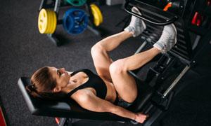 卧姿腿举训练美女人物摄影高清图片