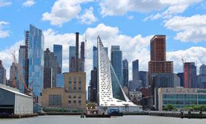 蓝天白云与城市建筑群风光高清图片