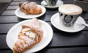 牛角面包与咖啡等早餐摄影高清图片