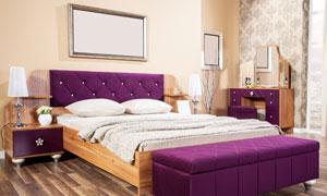 宽敞卧室大床与床头凳摄影高清图片