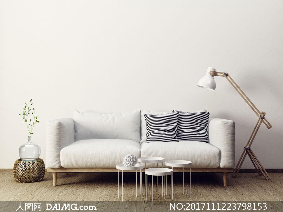 效果图房间室内客厅落地灯装饰品沙发枕头抱枕靠枕花瓶植物圆几茶几木