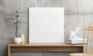 在书桌上的空白无框画创意高清图片