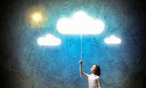 点亮了云朵灯的小女孩创意高清图片