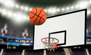 正投入篮筐途中的篮球摄影高清图片