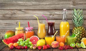 鲜榨果汁与西瓜等水果摄影高清图片