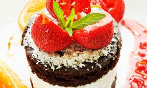 美味可口草莓奶油蛋糕摄影高清图片