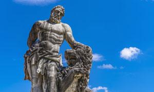 蓝天白云雕塑景观主题摄影高清图片