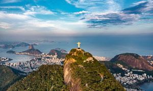 山顶面朝大海的基督像摄影高清图片