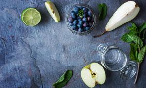蓝莓与切开的苹果柠檬摄影高清图片