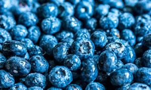 带水珠的新鲜蓝莓特写摄影高清图片