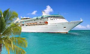 浩瀚大海上的豪华游轮摄影高清图片