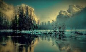 倒影在湖水中高山树木摄影高清图片